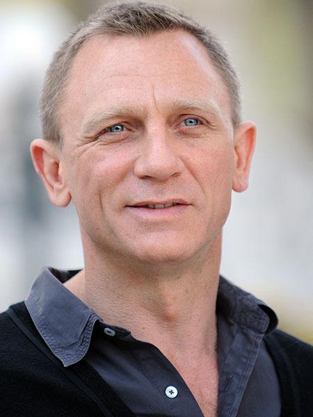 Daniel Craig Surprises Troops in Afghanistan | ExtraTV.com Daniel Craig