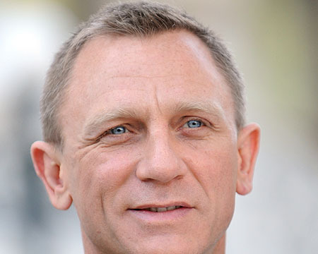 Daniel Craig Surprises Troops in Afghanistan