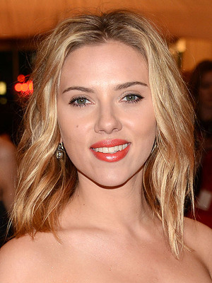 Extra Scoop: Scarlett Johansson and Boyfriend Split