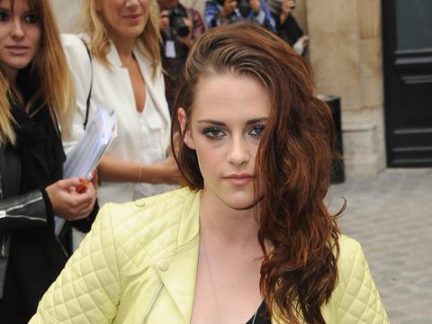 Kristen Stewart Watches Shirtless Rob Pattinson Video on Japanese TV