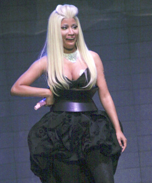 Extra Scoop: Nicki Minaj Strategically Avoids Nip Slip on Stage