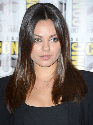 Extra Scoop: Mila Kunis Is NOT Pregnant