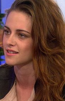 Kristen Stewart on Her Love Life: 'I Like to Keep Them Guessing'