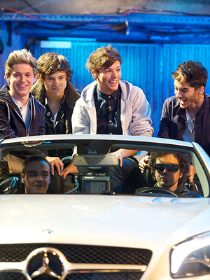 Extra Scoop: One Direction 3D Film in the Works