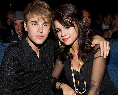 Justin and Selena: Reunion and Sleepovers After AMAs