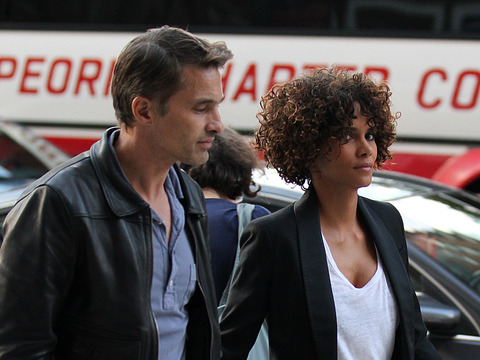 Report: Halle Berry to File Restraining Order Against Aubry