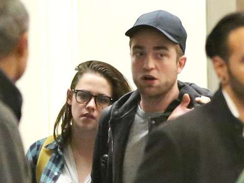 Video! Kristen Stewart and Robert Pattinson Mobbed at LAX