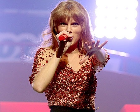 'Extra' at the Jingle Ball with Taylor Swift