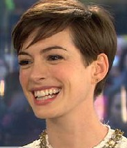 Extra Scoops: Anne Hathaway Discusses Wardrobe Malfunction