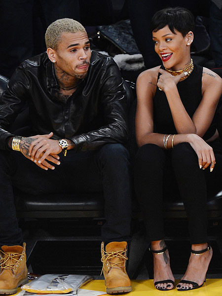 Pics! Rihanna and Chris Brown Snuggle at Lakers Game