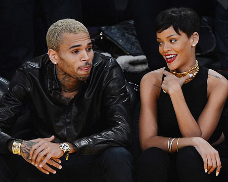 Pics! Rihanna and Chris Brown Snuggle at Lakers Game