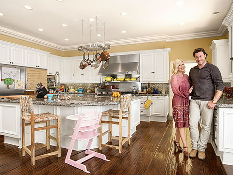 Tori & Dean Show Off Their Kitchen