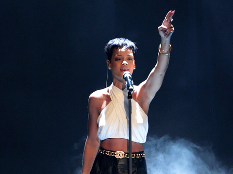 Rihanna, Taylor Swift to Perform at Grammys