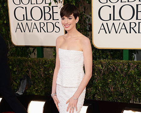 No, Anne Hathaway is NOT Pregnant