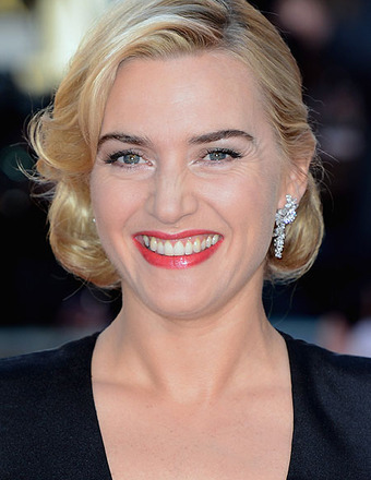 Kate Winslet Flashes Her Wedding Ring