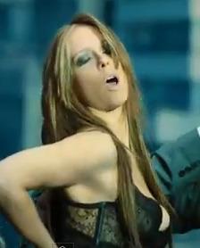 Hot Video! Jennifer Love Hewitt Sings 'I'm a Woman'