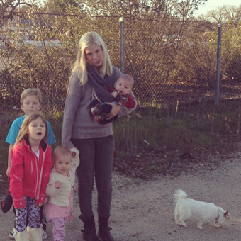 Tori Spelling Stranded Roadside with Four Kids and a Dog!