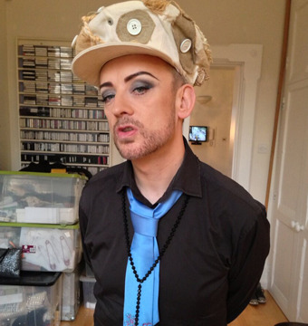 Extra Scoop: Boy George Shows Off Weight Loss