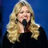 Kelly Clarkson Speaks Her Mind on Clive Davis Memoir