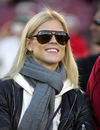 Report: Elin Nordegren Dating Billionaire Neighbor