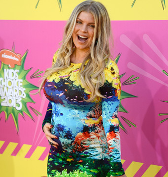 Fergie Shows Off Baby Bump at Kids' Choice Awards