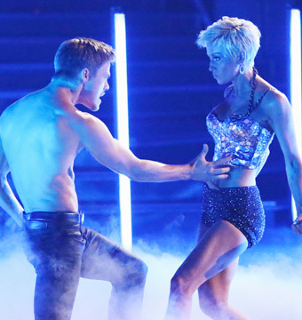 'DWTS' Recap: Kellie Pickler Stuns Judges with Jazz Dance