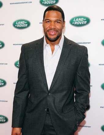 Michael Strahan on Bench Pressing 'Pocket Pet' Kristin Chenoweth