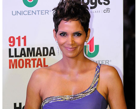 Pic! Halle Berry Shows Off Baby Bump