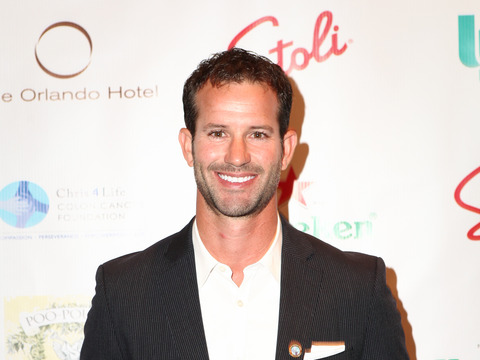 Former 'Bachelor' and 'Bachelorette' Contestants Auctioned Off for Charity