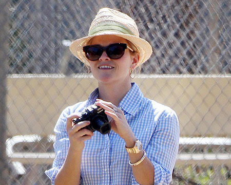 Reese Witherspoon Goes Back to Blonde!
