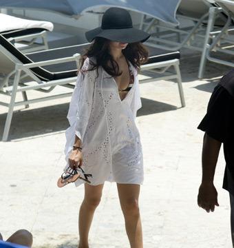 Selena Gomez Bikini Pics!