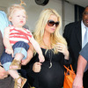 Pic! Jessica Simpson Shows Off Big Baby Bump [Fame/Flynet Pictures]