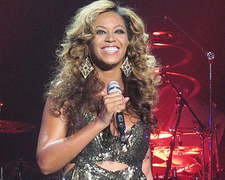 Beyoncé Debuts 'Mrs. Carter' Tour in U.S., Kicks Off BET Experience