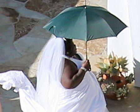 Jimmy Kimmel Wedding: Gabourey Sidibe Pulls Prank, Dresses as Bride