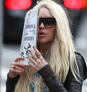 Amanda Bynes Is 'Homeless,' 'Paranoid' and Blowing Through Cash?