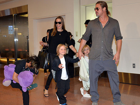Angie Jolie and Brad Pitt Touch Down in Tokyo