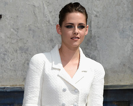 Extra Scoop: Kristen Stewart Goes Off on a Photographer (Video)