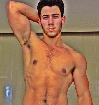 Pic! Nick Jonas Posts Sexy Six-Pack Selfie