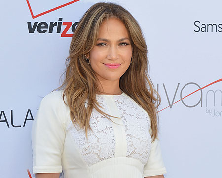 Report: Jennifer Lopez 'Close' to Signing Deal with 'Idol'