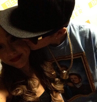 Pic! Justin Bieber Kissing Nickelodeon Star Ariana Grande