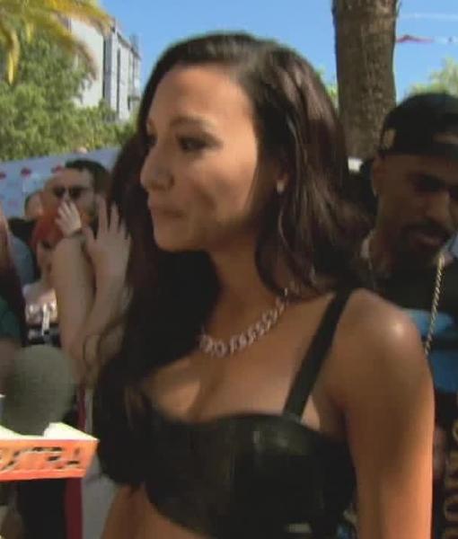 'Extra' Raw! At the Teen Choice Awards 2013
