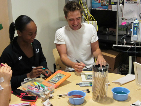 Pics! Robert Pattinson Gets Crafty with Kids at Children's Hospital