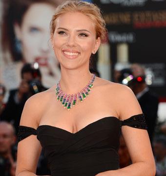 Scarlett Johansson Is Engaged!