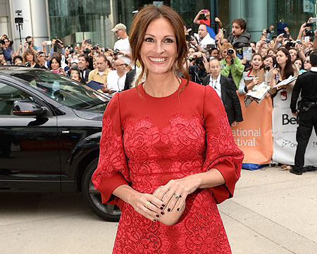 TIFF 2013: Julia Roberts Looks Stunning in Dolce and Gabbana