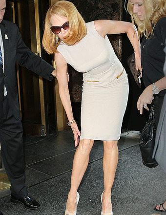 Nicole Kidman Knocked to Ground by Photographer