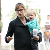 Jennifer Garner Turns Tables on Paparazzo [Fame/Flynet Pictures]