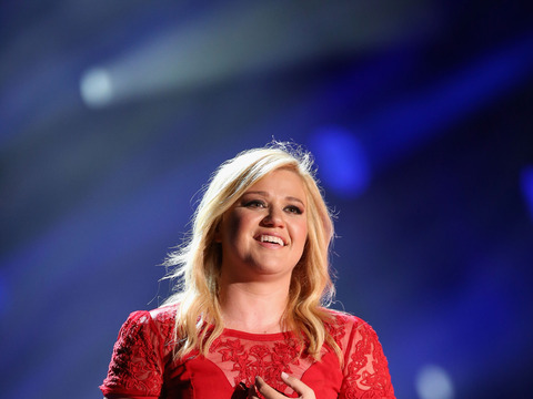 Kelly Clarkson Relinquishes Jane Austen Ring