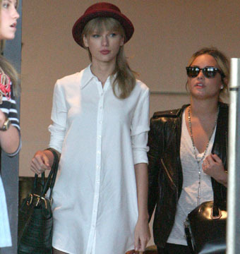 Gossip Girl: Taylor Swift and Demi Lovato Spotted on Shop-a-thon in Beverly Hills