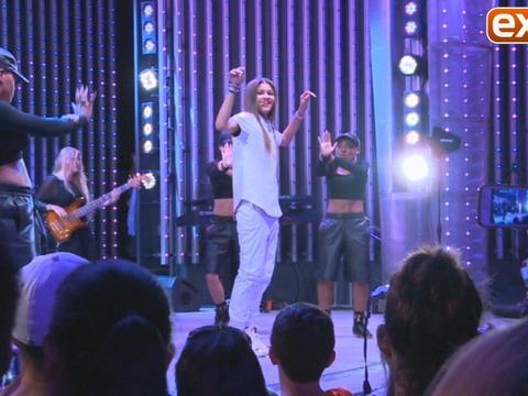 Zendaya Performs 'Replay' at Universal Studios Hollywood