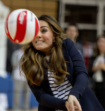 Pics: Kate Middleton Shows Off Toned Tummy, Plays Volleyball in Heels!
